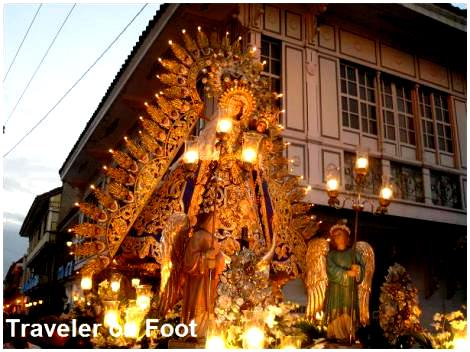 grand-marian-procession-intramuros
